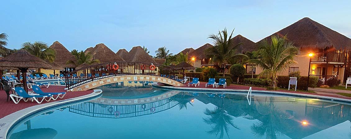 banner_karibik_mexiko_allegro_cozumel_pool_nachts